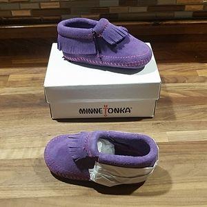NIB Minnetonka Infant's Size 4 Purple Moccasins